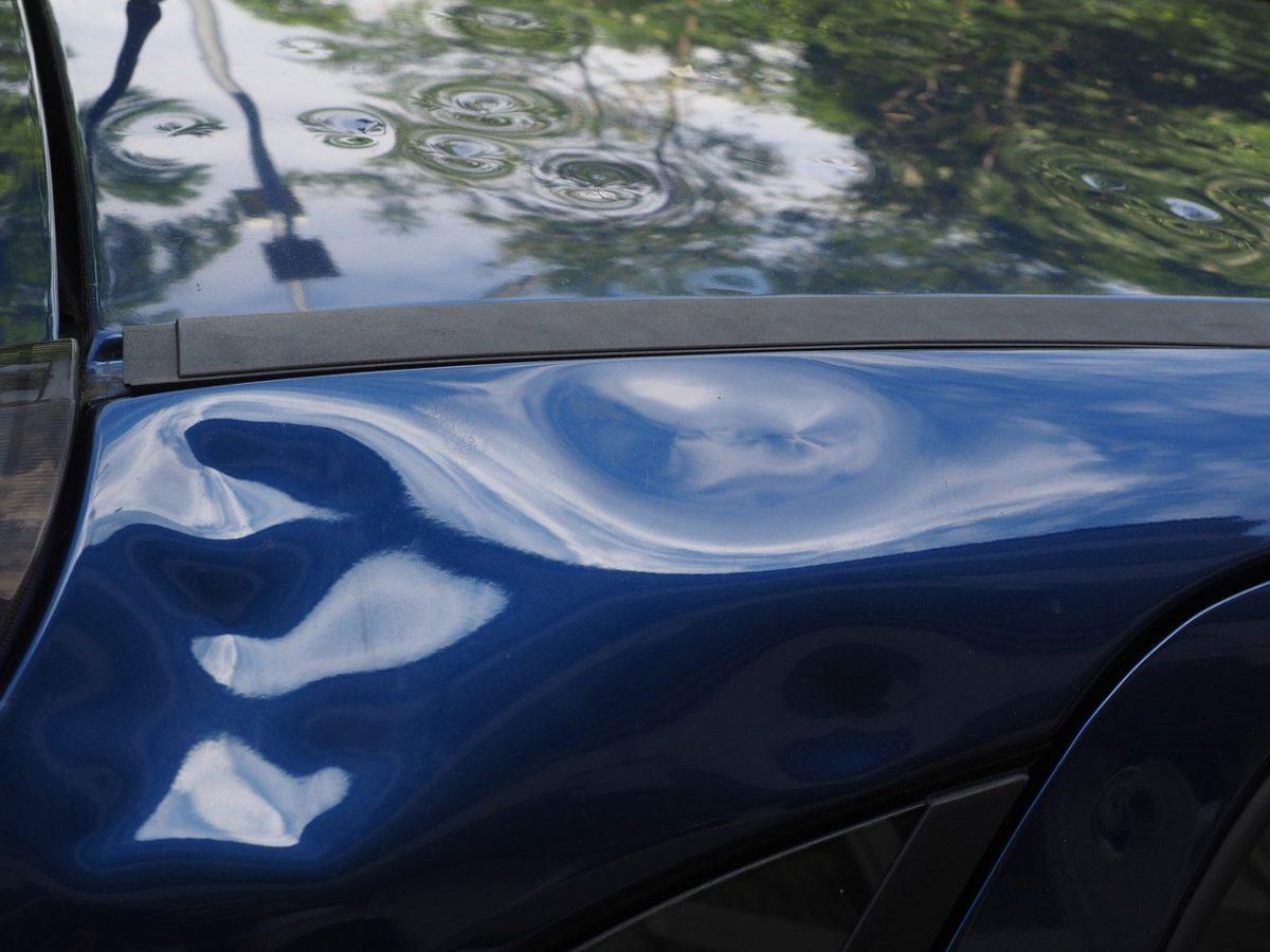 Miałeś wypadek? Ktoś przerysował Ci auto pod biurem?